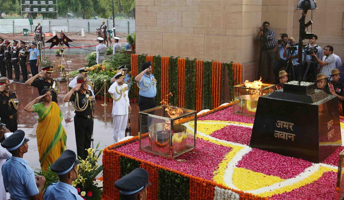 Smt Nirmala Sitharaman along with three Service Chiefs paid their homage at Amar Jawan Jyoti
