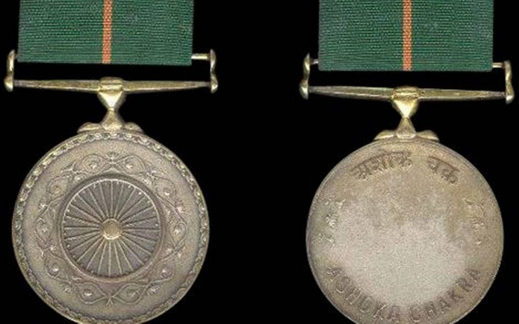 Picture highlighting both sides of the Ashok Chakra